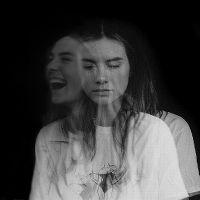 Cover Maan - Ze huilt maar ze lacht